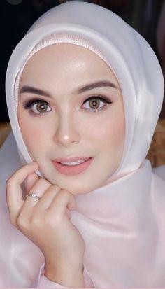 122 ideas for makeup asian eyes asia – page 1 Beautiful Muslim Women, Beautiful Hijab, Beautiful Eyes, Muslimah Wedding Dress, Muslim Wedding Dresses, Muslim Brides, Hijabi Girl, Girl Hijab, Simple Wedding Makeup