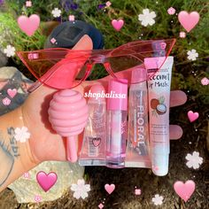 Diy Lip Gloss, Glitter Lip Gloss, Aesthetic Makeup, Pink Aesthetic, Diy Gifts To Sell, Beauty And The Best, Lip Kit, Glossy Lips, Tips Belleza