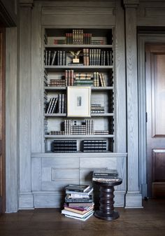 Organic Library Builtin Shelving Colonial Cottage By Suzanne Kasler Interiors