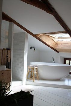 Living in the Swedish style - the most beautiful inspirations- Wohnen im Schwedenstil – die schönsten Inspirationen Living in the Swedish style – the most beautiful inspirations Attic Bathroom, Bathroom Interior, Bathrooms, Home Decor Signs, Cheap Home Decor, Loft Design, House Design, Swedish Style, Classic Home Decor