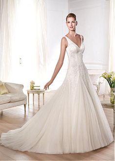 ROMANTIC TULLE A-LINE V-NECK NECKLINE NATURAL WAISTLINE WEDDING DRESS IVORY WHITE LACE BRIDAL GOWN HANDMADE CUSTOM