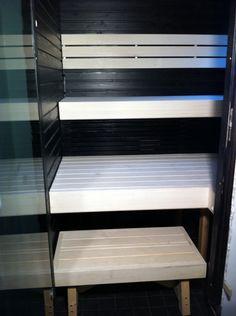 Haapalauteet on viimeistelty valkoisella saunavahalla Sauna Design, Finnish Sauna, Saunas, Room Ideas Bedroom, Bathroom Cleaning, Bookcase, New Homes, Shelves, Black And White
