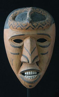 Rattlesnake mask Cherokee people, Big Cove, North Carolina 17 inches, carved walnut This mask is a warrior mask with a rattlesnake headdress Native American Masks, Native American Cherokee, Native American Artifacts, Native American History, Cherokee Indians, Native Indian, Native Art, Tribal Art, Carving
