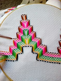 1 million+ Stunning Free Images to Use Anywhere Embroidery Techniques, Embroidery Stitches, Embroidery Patterns, Hand Embroidery, Cross Stitch Patterns, Cross Stitches, Loom Patterns, Bargello Needlepoint, Broderie Bargello