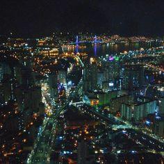 Instagram【ac57dkdl】さんの写真をピンしています。 《初一的夜晚🌉  在這大樓的63層以360度觀看釜山,跟家人一邊走一邊找一些地點😀😀 p. s) 好幸運我在韓國的期間他有在開放~  #韓國 #釜山 #bifc#夜景 #旅行 #한국 #부산 #부산금융센터 # 가족 #야경 #360도 #주말 #여행 #korea #busan #travel #nightview #happynewyear》