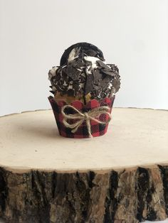 Burlap Cupcakes, Cupcake Wrappers, Planter Pots, Vase, Home Decor, Homemade Home Decor, Flower Vases, Jars, Decoration Home