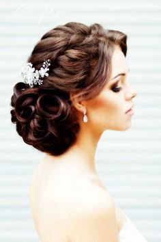 Look fashionable in your wedding day with the Wedding Hairstyles