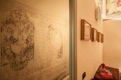 Una scoperta eccezionale tra le mura di #CasaRovai! Grazie al contributo dei nostri restauratori, un antico affresco oggi decora il corridoio del nostro b&b. Vieni a vederlo! Chiamaci al +393474852643 www.casarovai.com