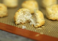 Sugar Free Macaroons: Crisp on the outside, while tender and fluffy on the inside, these stevia-sweetened macaroons are perfect for those of you watching your sugar intake! Macaroon Recipes, Dessert Recipes, Desserts, Anti Candida Recipes, Coconut Macaroons, Sugar Free Recipes, Gluten Free Cookies, Food Processor Recipes, Food To Make