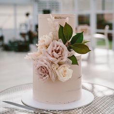 Small Wedding Cakes, Wedding Cake Roses, Dusty Rose Wedding, Wedding Cakes With Cupcakes, Blush Weddings, Simple Elegant Wedding, Elegant Wedding Cakes, Rustic Wedding, Wedding Table