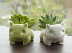 pokemon bulbasaur planter by shamefulsquid. it might be a pokemon, but it's cat-like and I like it. Flower Planters, Flower Pots, Fall Planters, Container Flowers, O Pokemon, Pokemon Bulbasaur, Pokemon Diys, Plant Pokemon, Pokemon Decor
