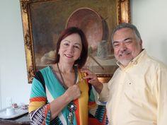 DG CL Mauricio presenteá a PID CaL ROsane com um Pin da Gestão.