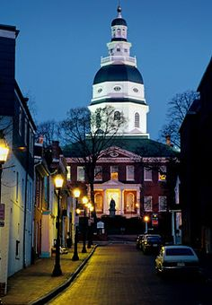 Capital State House  -  Annapolis, Maryland  -  built 1772-1779  -  Georgian architecture  -  topped by the largest wooden dome in the U.S. constructed without nails  -  From November 26, 1783 to August 13, 1784, Annapolis was the capital of the United States