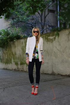 Street style + white blazer + dark denim jeans + printed shirt