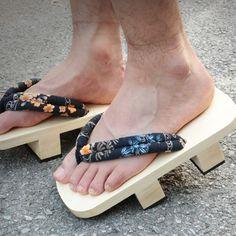 0384ca9c541 Catching Heel Flip Flops Men Platform Sandals Japanese Geta Clogs Wooden  Paulownia Male Slippers Anime Cosplay Shoes 35-44