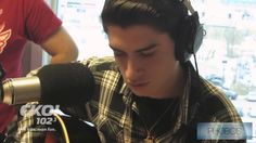 Kid Sings Elvis Better Than the King Himself Blue Christmas interpreted by David Thibault at a french canadian radio. He is only 16 and english is not even his first language but he sings Elvis Presley like he was his reincarnation. Music Mix, Dance Music, My Music, John Ryan, Kids Singing, First Language, Talent Show, Types Of Music, Music Albums