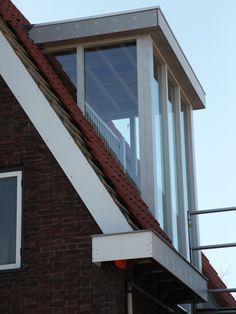 veel raamwerk in dakkapel Attic Bedroom Designs, Attic Design, Attic Rooms, Loft Conversion Design, Dormer Loft Conversion, Dormer Roof, Dormer Windows, Attic Window, Roof Window