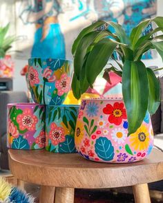 Painted Plant Pots, Painted Flower Pots, Easy Diy Crafts, Crafts To Sell, Pottery Painting Designs, Ceramic Shop, Bottle Crafts, Plant Decor, Crafty