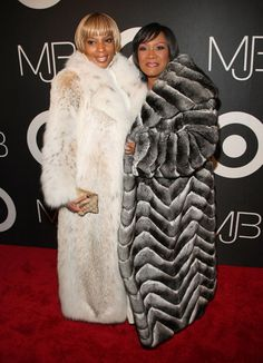 overwhelming fierceness mary j blige and patti labelle Fur Fashion, Winter Fashion, Chinchilla Fur, Vintage Black Glamour, Vintage Style, Fabulous Furs, Women In Music, Mary J, Celebs
