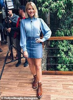 Holly Willough im Double-Denim-Look Holly Willoughby Outfits, Holly Willoughby Style, Skirts With Boots, Dress With Boots, Mini Skirts, Jungle Outfit, Hiking Boots Outfit, Boot Outfits, Double Denim Looks
