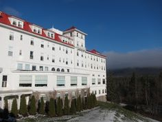 travels with clara: Mount Washington, New Hampshire Mount Washington New Hampshire, Mount Washington Hotel, Hotels And Resorts, New England, Travel Tips, Places To Go, Road Trip, Mansions, House Styles