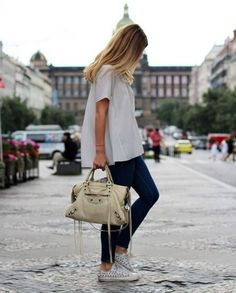 What does casual friday mean to diferrent people? We all se casual friday trough our own eyes. Do you like to dress casual on fridays? Mode Style, Style Me, Look Fashion, Fashion Outfits, City Outfits, Jeans Fashion, Urban Fashion, Fasion, Daily Fashion