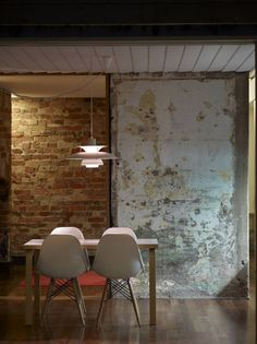 Concrete with peeling paint on it… old dinning room chairs (wall texture thoughts) Fitzroy Terrace / Welsh & Major Architects Interior Walls, Interior And Exterior, Kitchen Interior, Bathroom Interior, Modern Bathroom, Industrial Interiors, Industrial Design, Modern Industrial, Industrial Industry