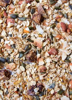 I'm such a lover of homemade granola! It's easy to make, full of fibre, protein and healthy fats! Oranges (in this recipe we are just using the rind) contain lots of vitamin C and vitam… Fig Recipes, Snack Recipes, Seed Crackers Recipe, Vegan Granola, Homemade Almond Milk, Dried Figs, Raw Almonds, Breakfast Smoothies, Smoothie Bowl