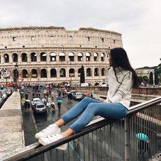 "855 curtidas, 18 comentários - sarah bradbury (@sarahbradburyy) no Instagram: ""exploring in the rain today"" Rome Travel, Italy Travel, Europe Photos, Travel Photos, Tumblr Travel, Rivers And Roads, Le Shop, Destinations, Vacation Pictures"