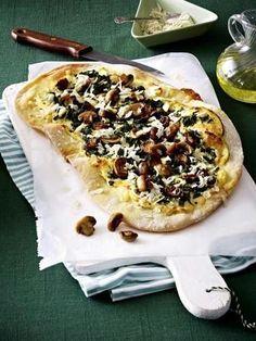 Champingnon-Spinat-Pizza mit Ziegenfrischkäsecreme und Rettich