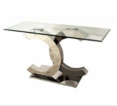 F286 A Layana elképesztő szépséggel felruházott konzolasztala különleges kivitelével segít feldobni a lakást. Egyedi kialakítású, rozsdamentes acél lábai amellett, hogy szépek, rendkívül stabilak és erősek is. Átlátszó, edzett üveg asztallapja tökéletes összhangban van az ezüst színű lábazattal. Modern mivolta káprázatos szépséggel és minőségi alapanyagokkal társítva igazán tökéletes választás.