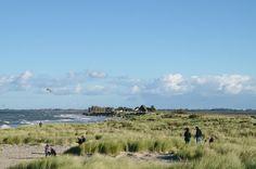 Gefällt mir!Bei so schönem Sonnenschein ließen wir es uns nicht nehmen einen Strandspaziergang zu machen: Erlebnis-Seebrücke von Heiligenhafen, Strandwandern in Richtung Graswarder und Einkehren in der Bretterbude. Kommt einfach mit! Das Heiligenhafen sich neu erfunden hat und sich zu einem der hippsten Urlaubsorte der Schleswig-Holsteinischen Ostseeküste gemausert hat, habe ich schon öfter auf Social Media …