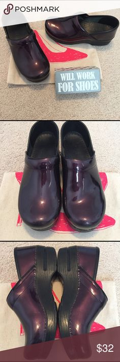 Dansko Clogs size 37 Patent leather upper with a reinforced instep that offers additional padding for all-day comfort. Protective heel cap and stabilizing insert. Anatomically-shaped footbed lined in leather ensures a perfect fit and helps wick away moisture. Skid-resistant polyurethane outsole flexibility feature absorbs shock to reduce fatigue. Accepted by the American Podiatric Medical Association 1 3/4 in heel. Some minor scuffs on the front. EUC. Dansko Shoes Mules & Clogs
