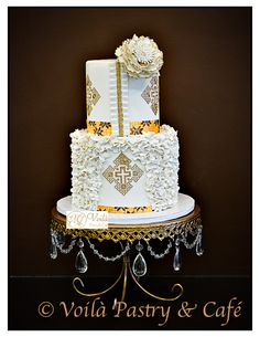 Looking for a wedding cake inspo? Check this simple but elegant wedding cake design by Voilà Pastry and Café. Elegant Wedding Cakes, Beautiful Wedding Cakes, Wedding Cake Designs, Beautiful Cakes, Dream Wedding, Ethiopian Traditional Dress, Traditional Dresses, Africa Cake, African Wedding Cakes