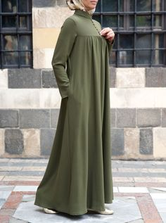 SHUKR's long dresses and abayas are the ultimate in Islamic fashion. Muslim Women Fashion, Islamic Fashion, Latest Fashion For Women, Hijab Style Dress, Hijab Outfit, Mode Abaya, Mode Hijab, Hijab Style Tutorial, Muslim Dress