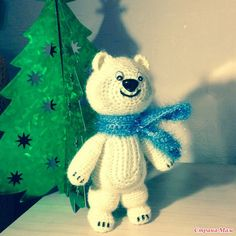 Winter Olympic White Bear Mishka (Sochi 2014) - Free Amigurumi Russian Pattern here: http://www.stranamam.ru/post/6853227/  -  English Google Translation here: https://translate.googleusercontent.com/translate_c?depth=1&hl=es&ie=UTF8&prev=_t&rurl=translate.google.es&sl=ru&tl=en&u=http://www.stranamam.ru/post/6853227/&usg=ALkJrhhK9Gjpul_mnHZBD2Tner-FTvJB1Q
