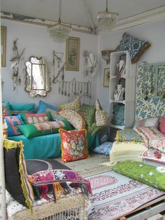 boho living room well this is a happy little place I'd like to hang around in but wouldnt really want to LIVE with all those pillows:)