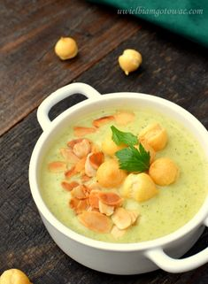 Kremowa zupa brokułowo-serowa Soup Recipes, Diet Recipes, Cooking Recipes, Healthy Recipes, My Favorite Food, Favorite Recipes, Polish Recipes, Good Food, Food And Drink
