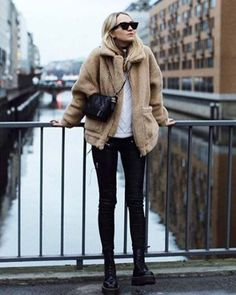 Warm Outfits, Fall Winter Outfits, Autumn Winter Fashion, Casual Outfits, Cute Outfits, Alo Yoga, Outfit Invierno, French Girl Style, Girl Fashion