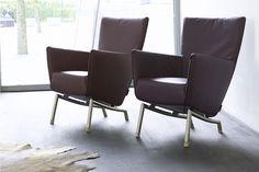 De Label Foxxy #fauteuil. Een van de oudste modellen uit de collectie van #Label. De Foxxy is het kleinere zusje van de Foxx. De Foxxy heeft een iets lagere rugleuning en smallere zitting. Moderne vormgeving gaat samen met licht afgeronde hoeken. #GilsingWonen #design #wooninspiratie