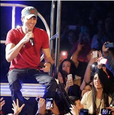 Enrique sharing a smile with his fans