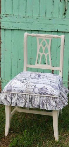 Diy Storage Bench, Diy Dining Table, Dining Room, King Size Headboard, Old Chairs, Desk Chairs, Chair Makeover, Diy Chair, Chair Upcycle