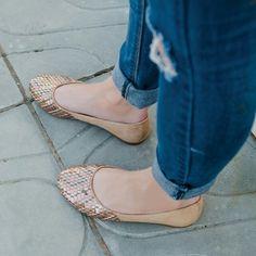 Tons neutros  jeans = look perfeito!  #ValentinaFlats #shoes #fashion #loveit #love #loveshoes #shoeslover #flat #sapatilha #neutro #nude