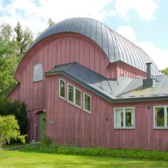 Almandinen Music House, part of the Ytterjärna Kulturcentrum (formerly called Rudolf Steiner Seminariet) - Ytterjärna, Stockholm, Sweden;  designed by Erik Asmussen;  photo by hansn, via Flickr