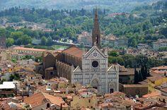 Firenze. Basilica di Santa Croce. Una delle più grandi chiese officiate dai francescani e una delle massime realizzazioni del gotico in Italia.Vedi Wikipedia