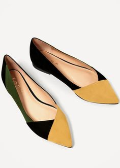 We all love a good runway trend, but let's be serious: Zara is the real brand that dictates what everyone will be wearing. See the 7 shoe trends that everyone will be wearing this spring according to Zara. Shoe Boots, Shoes Sandals, Flats, Flat Shoes, Shoes 2017, Spring Shoes, Shoe Closet, Types Of Shoes, Low Heels