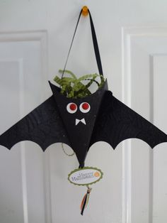 A cute petal cone bat based on one made by Stampin' Up CEO Shelli Gardner