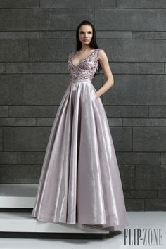 Tony Ward Autunno-Inverno 2014-2015 - Pret a porter - http://it.flip-zone.com/fashion/ready-to-wear/fashion-houses-42/tony-ward-4639