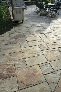 Mounting a Block or Paver Walkway – Outdoor Patio Decor Outdoor Patio Pavers, Paver Walkway, Patio Tiles, Patio Flooring, Patio With Pavers, Paver Deck, Backyard Walkway, Pavers Patio, Cement Patio