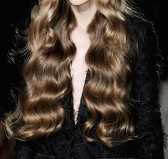 "soierose: ""oilbabe: ""phreshouttarunway: ""Roksanda Illincic F/W 2011 "" THAT HAIR "" hair goals "" Messy Hairstyles, Pretty Hairstyles, Casual Hairstyles, African Hairstyles, Headband Hairstyles, Hairstyle Ideas, Hair Inspo, Hair Inspiration, Fall Hair"